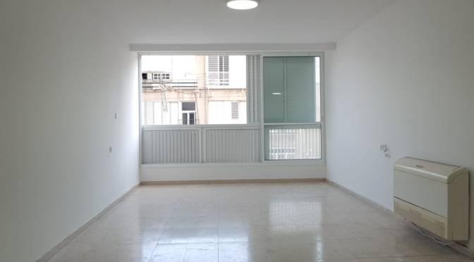 בהרצוג דירת 4 חדרים, מעלית חניה בחולון.
