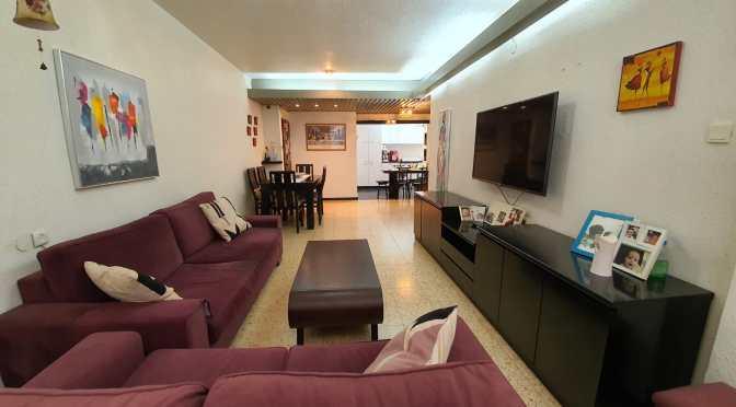 דירת 3 חדרים , מתוכננת מדהים ברחוב גבעתי בת ים